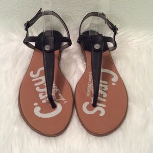 Circus by Sam Edelman black thong sandals. Nice!